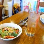 Makigamapizza&kunseibar kemufar - 2020年8月 PIZZAランチのサラダとドリンクはジンジャーエールで