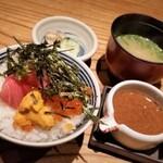 koga - ミニ海鮮丼。マグロ、鯛、雲丹、イクラです。胡麻だれも美味しかったです。