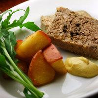 キッチン わたりがらす - 日向地鶏と臭みの少ない白レバーを使用した軽やかな味わいのパテ。