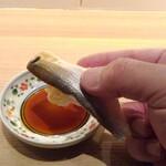 鮨 一輝 - 寿司は手で食す・コハダ