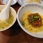 上海餃子 りょう華 - 四川半麺