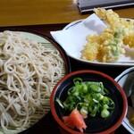 めん処寺田屋 - 料理写真:天そば大盛り・おむすび(1070円)