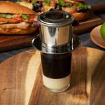エビス バインミー ベーカリー - ベトナムを旅し出会い魅了されたKuku Coffee(ベトナムコーヒー)を使用しています。