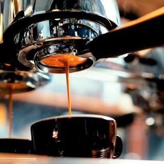 香り豊かな紅茶やこだわりのコーヒーでほっと癒されるひとときを