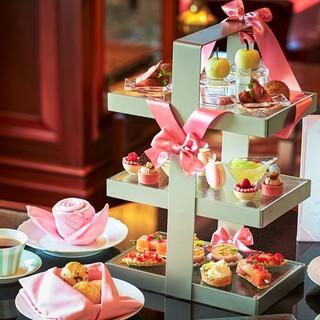 紅茶女子会に最適。華やかな「ピンクアフタヌーンティーセット」