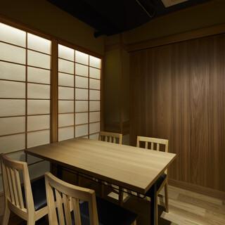 テーブル席はすべて半個室もしくは完全個室となっております。