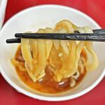 ラーメン二郎 - 「すき焼きタレたまご」に麺を浸して頂きます