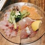 nico - 鮮魚のカルパッチョ盛り合わせ(サーモン、カンパチ、イサキ、イナダ) 800円
