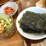 コッテジ - 牡蠣入り豆腐チゲ ランチセット(サラダ・ハクサイキムチ)& サービスの韓国海苔