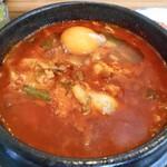 コッテジ - 牡蠣入り豆腐チゲ(激辛)(卵を入れて)