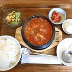 コッテジ - 牡蠣入り豆腐チゲ ランチセット(激辛・ご飯大盛)