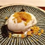 144832583 - 虎河豚白子〜昆布出汁の味わいあるプリンプリンの白子に唐墨を削って塩味を加える。極上の幸せな逸品。