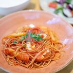 144847077 - Pasta 国産真ダラとシャキシャキセロリのトマトソース 20品目健康サラダ付き (¥1,000)