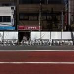 スターバックス・コーヒー - 浅草サンバカーニバルの準備(馬道通りに椅子が並んでる)②