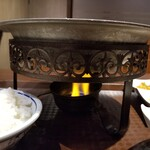 四季香 - この鉄鍋でグツグツやる。