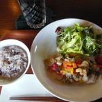 カフェ・エスケープ - 富士の鶏の10種類の野菜ソース 塩麹仕立て(ドリンク付き) ¥1200