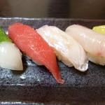 つばさ寿司 - 少し小ぶりですが美味しいです(笑)