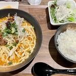 ジャンルにとらわれない飲食店 セカンドらいふ - カレー担々麺定食