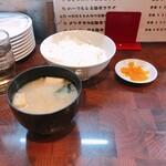 とんかつ ひろ喜 - ごはん&お味噌汁&お漬物