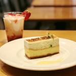 カフェ&ブックス ビブリオテーク - ベイクド&レア 2層チーズケーキ