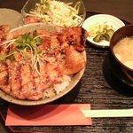 日本橋燻とん - みそ豚丼@燻とん