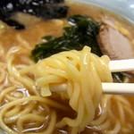 なかむら屋 - 『ラーメン』麺リフト。