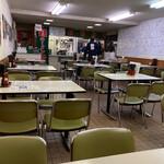 Hachiya - 店内。緑の椅子が渋い!