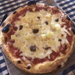 サムシング ベッラ ジョイア - アンチョビとポテトのトマトソースピッツァ