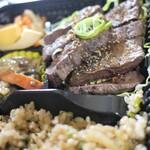 らじっく - 料理写真:くじらステーキ弁当+くじら焼き飯