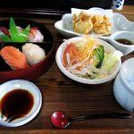治作 - ランチ 寿司セット900円。これはお値打ち、素晴らしいです。