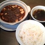 酒茶房如意 - 痺れる辛さのマーボートーフ(1000円 税別) ご飯大盛無料、スープ付きでした!