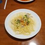 ジョルノパーチェ - 料理写真:〈クリーム〉豚バラと白菜キムチと貝割れ