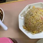 銀龍 - 半炒飯@450内~焼き豚、鳴門、玉子、葱と普通の具材だ。