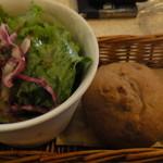 14494169 - サラダとパン