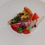 144940702 - 金沢直送ズワイガニと菜の花のキッシュ 季節の鎌倉野菜
