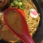 おとど食堂 - しっかり味付けの、濃厚豚骨醤油スープ。 亀有店よりも一層濃いような・・・