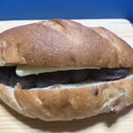 144946240 - 「くるみパンのあんバターサンド」はお初です♪