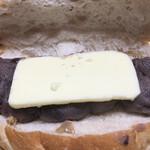144946244 - 大好きなくるみパンに、粒あんとバターがたっぷり〜♫