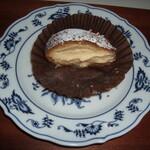 ベルグバーン - 料理写真:シュークリーム(半分)