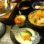 百の木 - 小鉢、水菓子、香のもの<釜飯定食(舞茸)1780円>