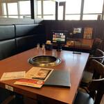 王道 - テーブル席