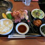 王道 - 王道ステーキ定食。お肉の質も良いのにボリューム満点。コスパかなり良いです。