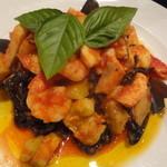 14497820 - ペスカトーレ(魚介たっぷりトマトソース)イカスミのタリオリーニ(1)