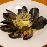 PIZZERIA 37 - ムール貝の白ワイン蒸し