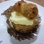 トゥレ ジュール - 2012.08 シュークリーム ¥150 朝に焼き立てシューに生クリームを合わせたカスタードをたっぷり。