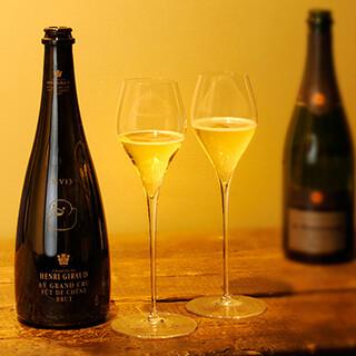 シャンパンやワインなど、種類豊富に取り揃えております◎