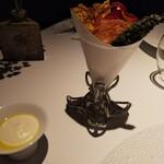 144983398 - 野菜チップス。豆乳スプレッドをつけて頂きます。