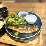 チャムアパートメント - 焼き魚定食(鯖)