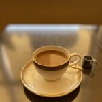 144987414 - ぼんやりとしながら飲むコーヒー