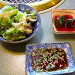 14499828 - サラダ、焼肉タレ、オイキムチ